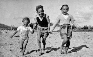 Children on the beach, Australia 1950s